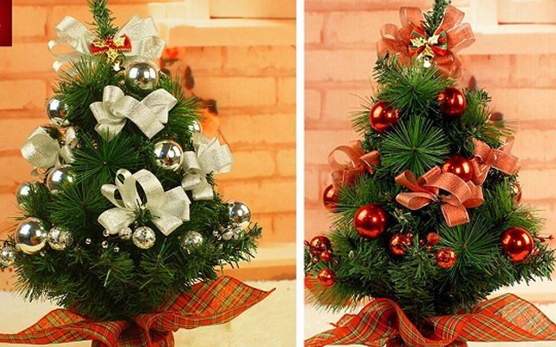 Cây thông noel nhỏ để bàn, vật trang trí Giáng sinh nhỏ mà có võ
