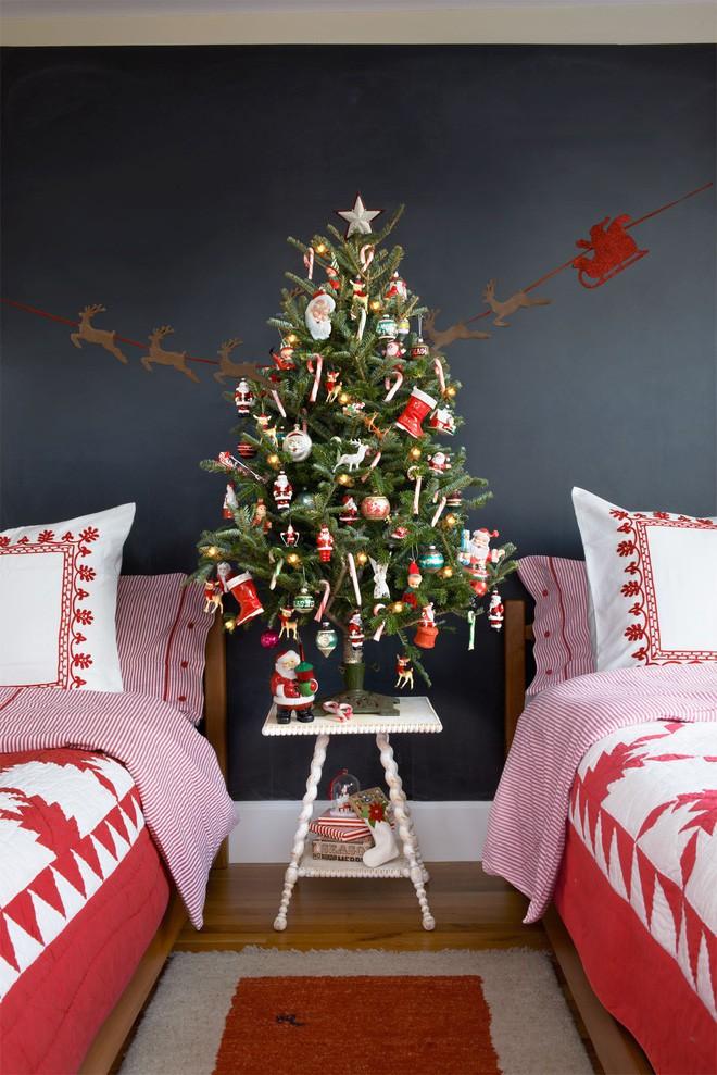 Cây noel mini mang không khí Noel vào phòng ngủ của bé