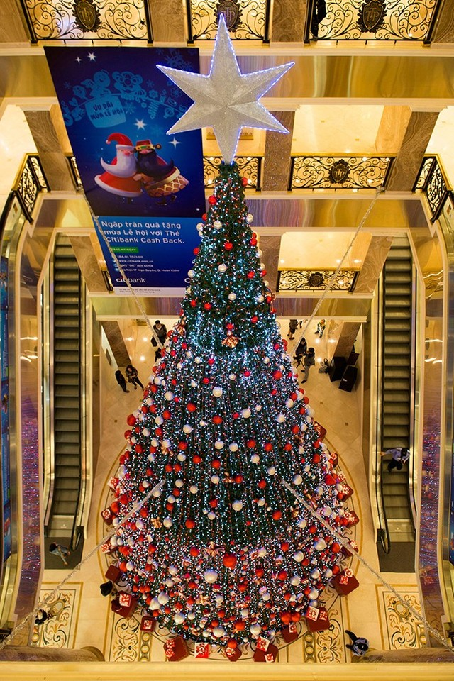 Chọn kích thước của cây thông ông già Noel phù hợp với không gian