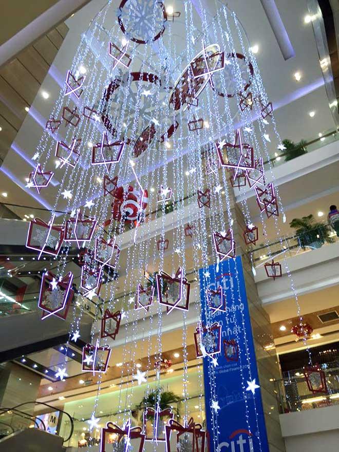 Trang trí trần nhà cho trung tâm thương mại